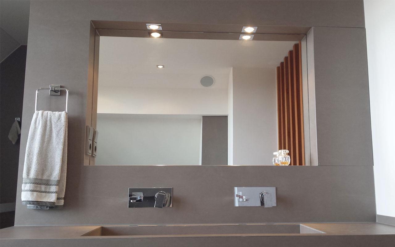 Spiegel und Spiegelleuchter