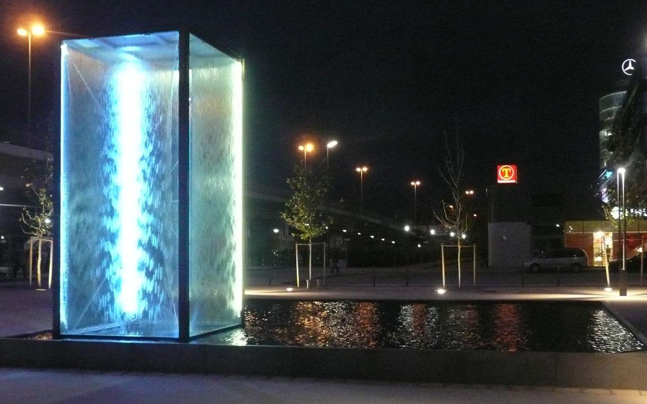 Glasbrunnen für ein Buerogebauude in Muenchen